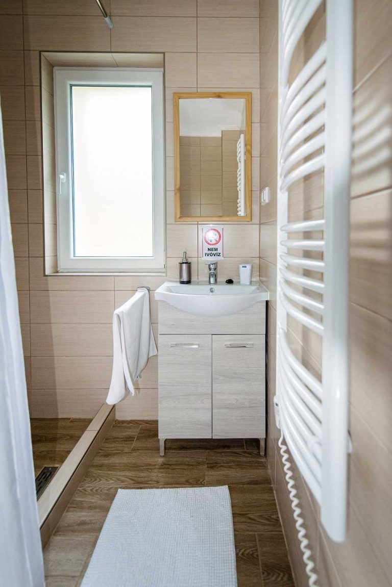Tina Lux Nyaraló - fürdőszoba